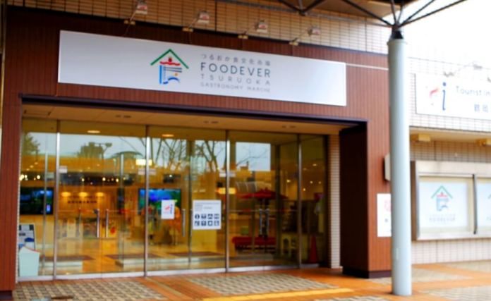FOODEVER, where there are restaurants and food courts where you can experience Tsuruoka's food
