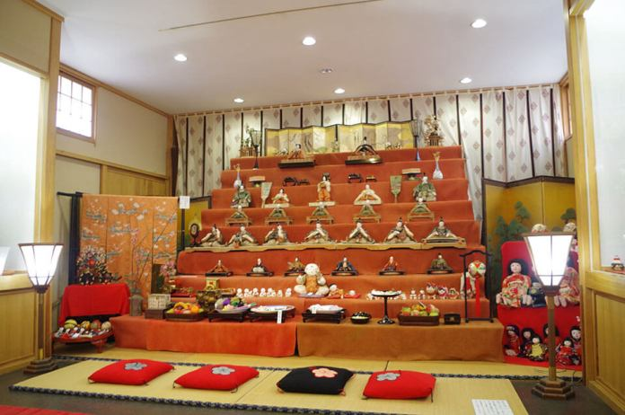 Roughly 100 hina dolls presented by old families from the Edo to the Showa periods