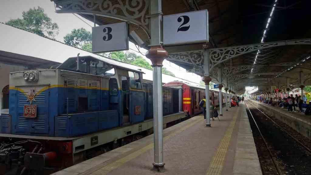 Train Ella Kandy station2