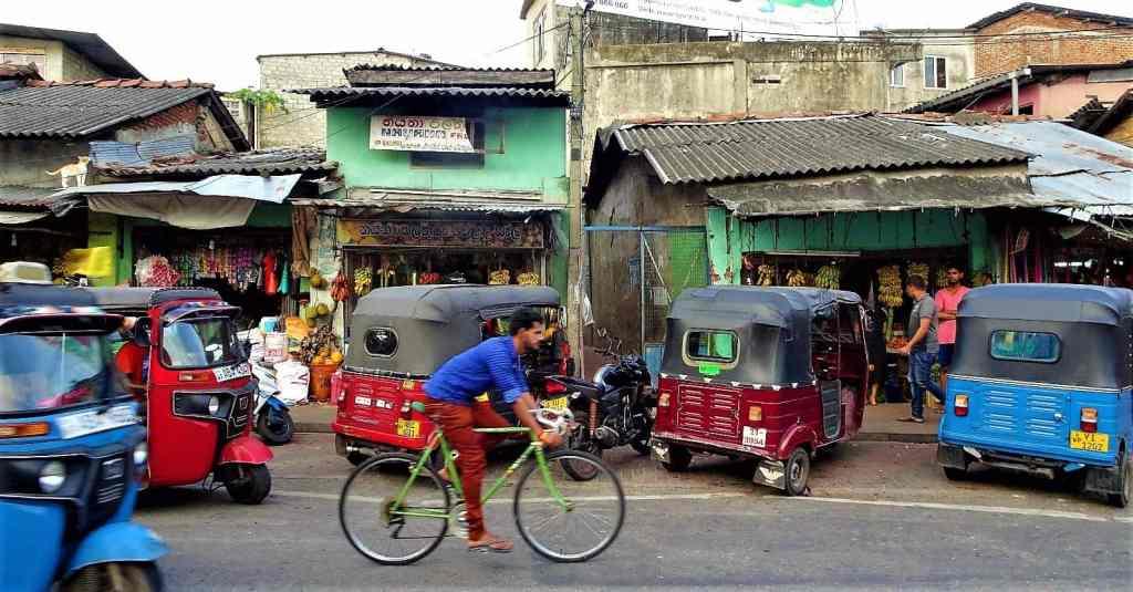 Transportation in Sri Lanka, Rent a Tuk Tuk (3)