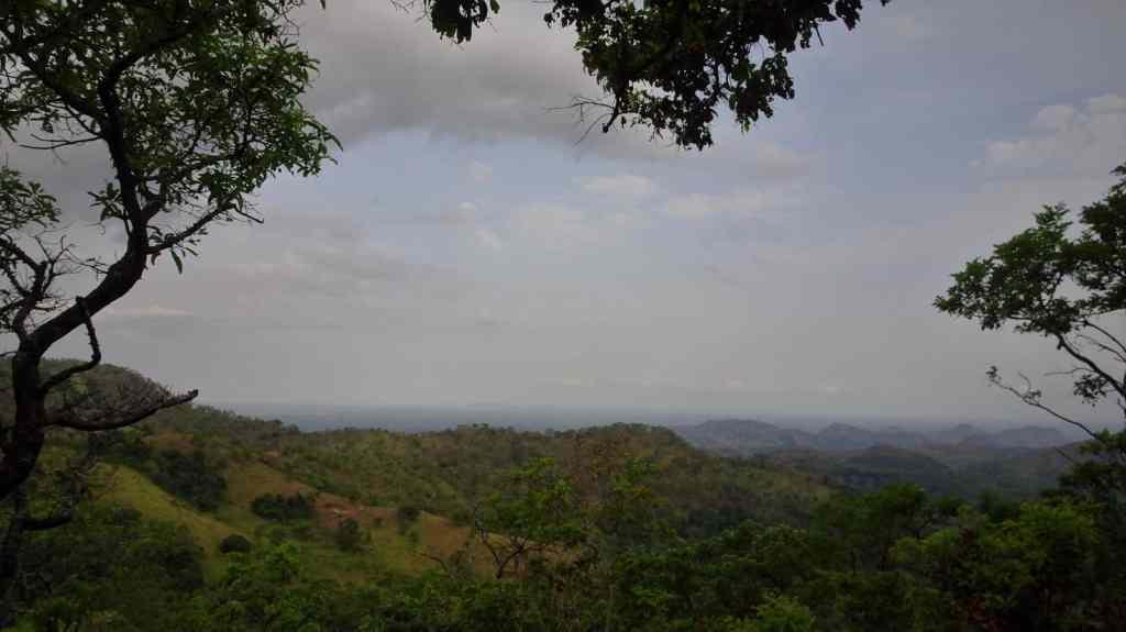 Diyaluma Waterfalls; beautiful views along the way 2