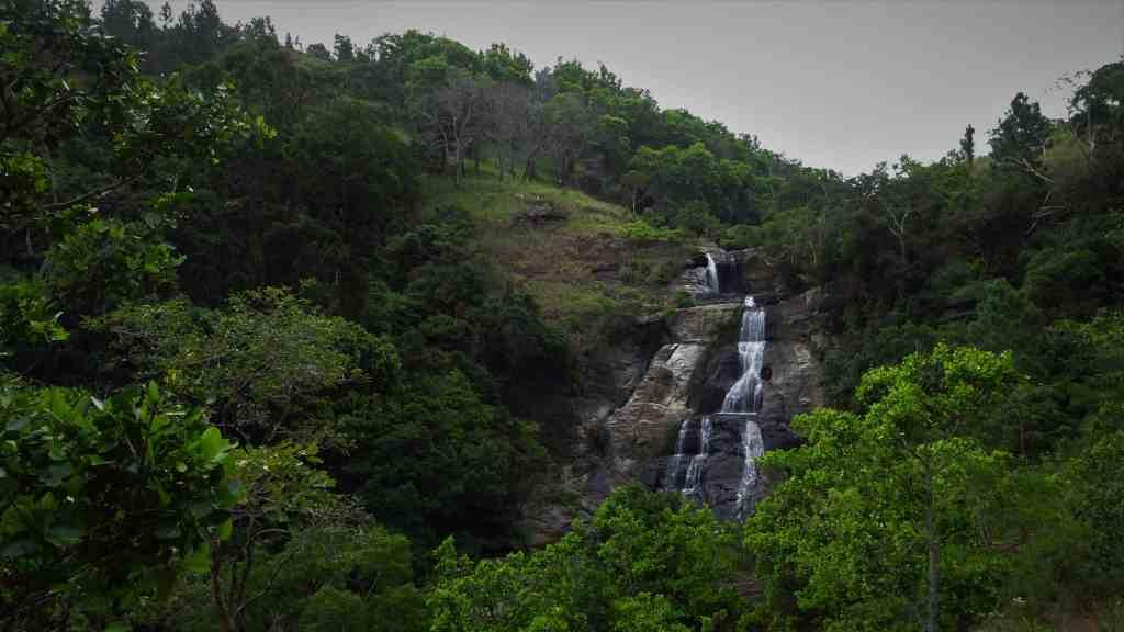 Diyaluma Waterfalls; upper falls