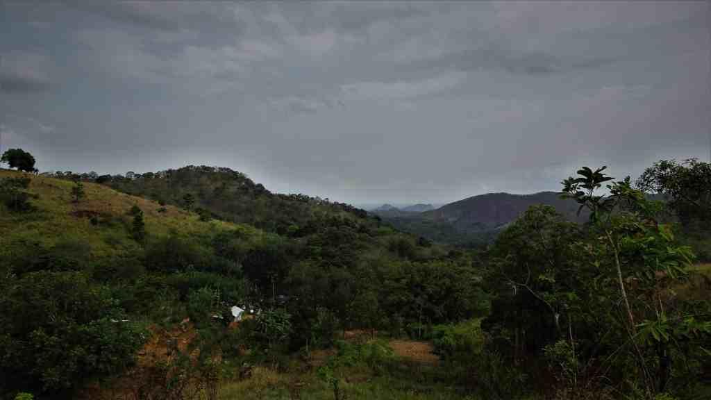 Diyaluma WaterfalLooking back; you'll pass this small village before you start climbing