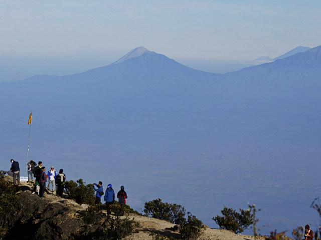 climbing mountain indonesia