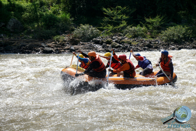 rafting at musi river