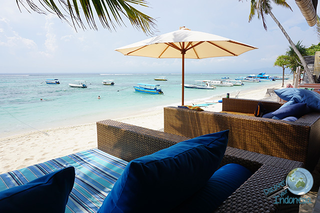 beachfront area of lembongan beach club