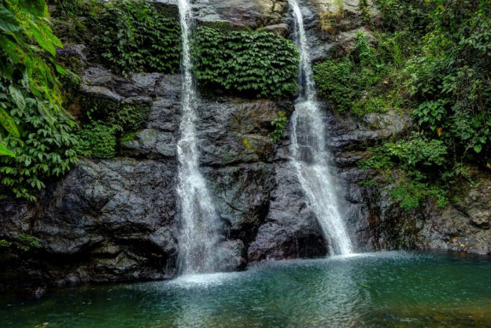 The twin falls of Juwuk Manis offer a nice day trip in Bali.
