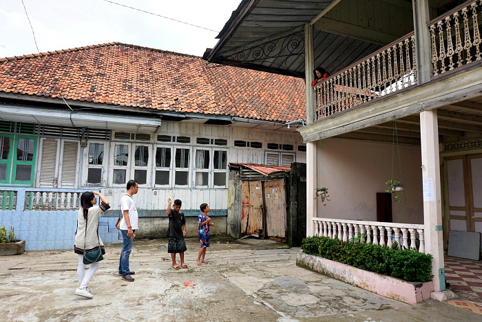 A lot of old houses in Al Munawar Palembang