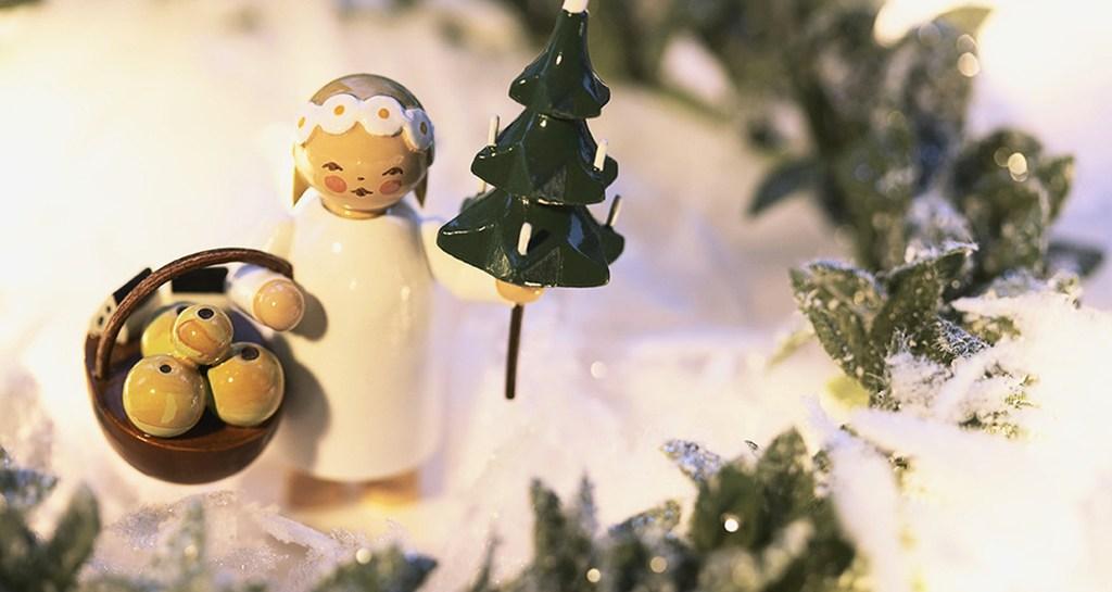 polvere di stelle Angel Christmas ornament © Ada Summer/Corbis