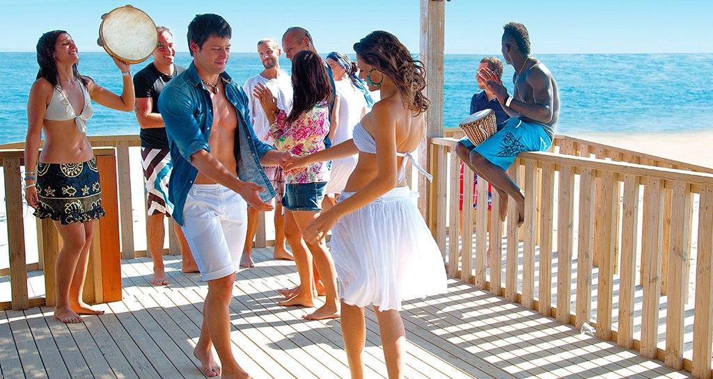 SE PRENOTI PRIMA L'ESTATE COSTA MENO! ISAHOLIDAYS Villaggio-Barricata_bar-sulla-spiaggia