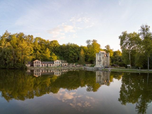 Crêperie étang d'Art et Château de la Reine Blanche