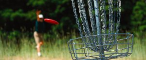 how to play disc golf