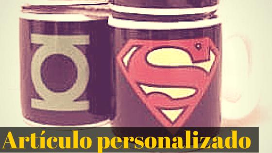 Taza de superheroe como regalo para un geek