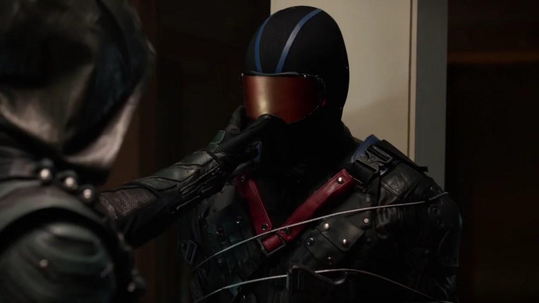 Green_Arrow_tries_to_unmask_Vigilante.png