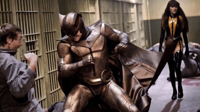 Nite-Owl and Silk Spectre fighting in a prison as seen in Zack Snyder's film adaptation of Watchmen.