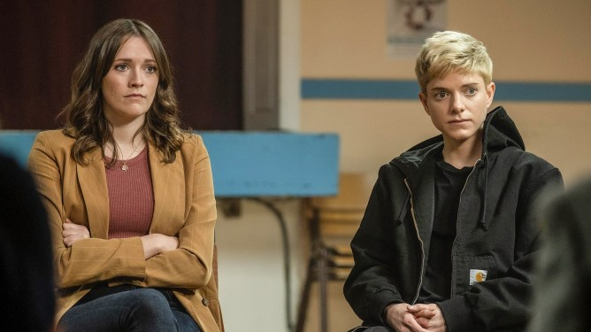Mae Martin and Charlotte Ritchie attending a therapy session together as seen in season 2 of Feel Good on Netflix.