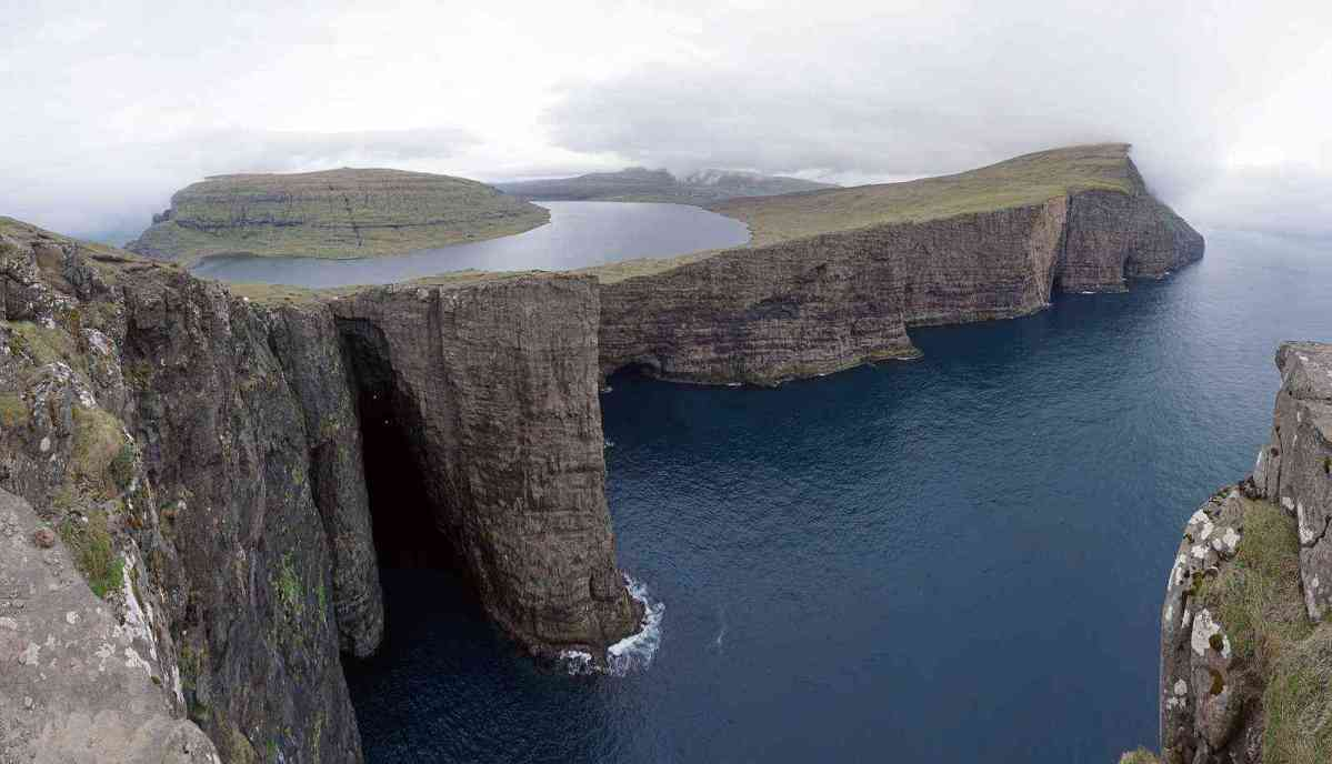 "The incredible ""Flying Lake"" in the Faroe Islands"