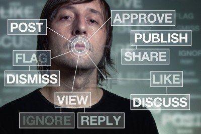 el-hombre-adicto-a-las-redes-sociales-el-concepto-de-tecnologia-con-algunos-graficos