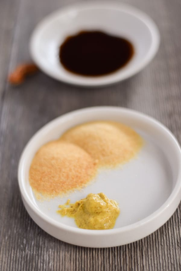 Garlic powder, onion powder and Worcestershire sauce for dip
