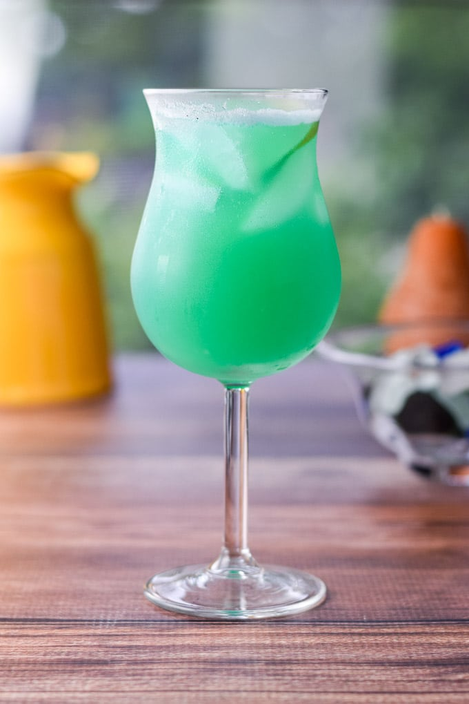 Vertical view of the tulip glass with the blue cocktail in it