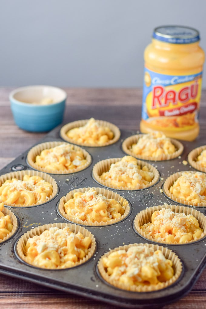 Butter crackers sprinkled over the cheese covered marcaroni in the muffin cups
