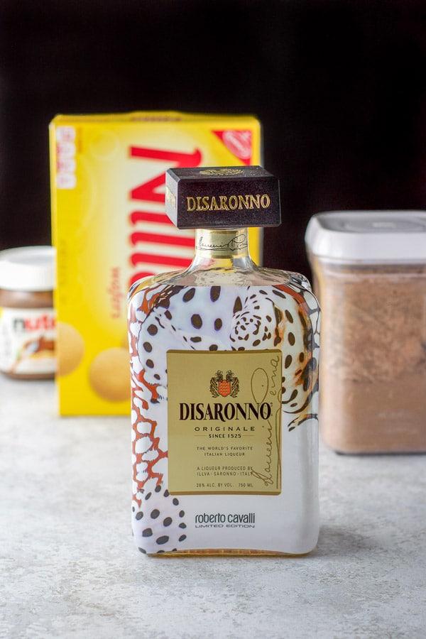 Amaretto, Nilla wafers, Nutella and cocoa powder for the amaretto balls