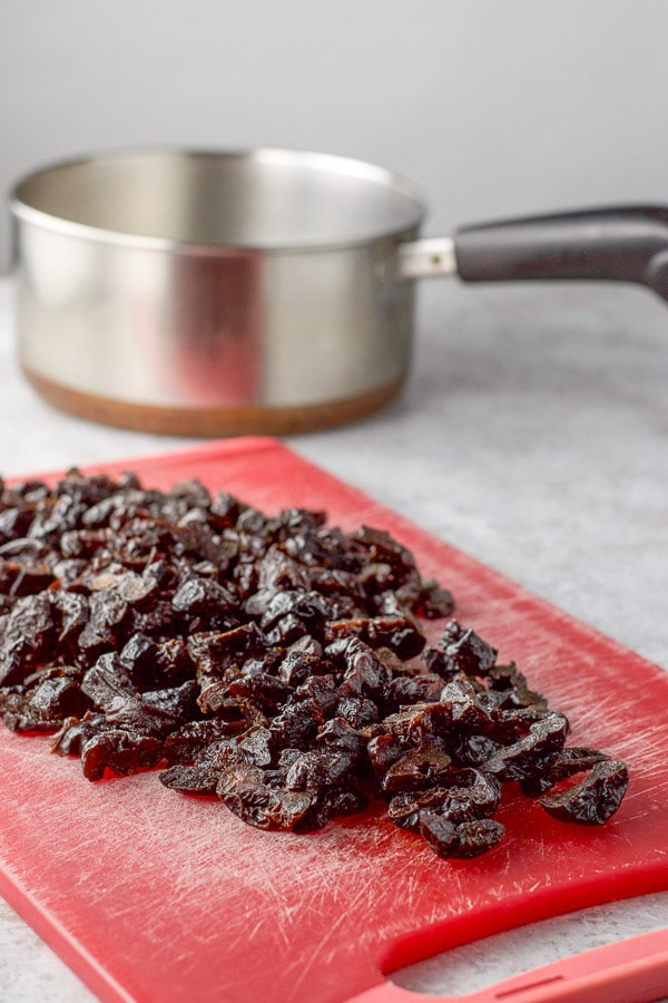 Cut up prunes for the prune spread