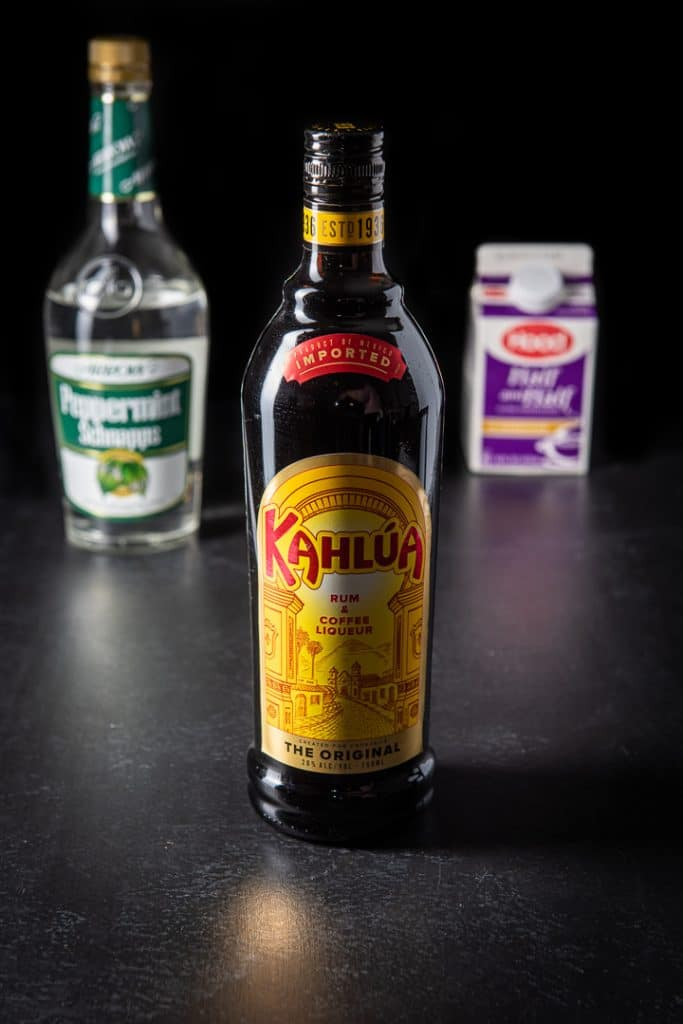 The ingredients for this shot recipe: Coffee liqueur, peppermint schnapps and half & half