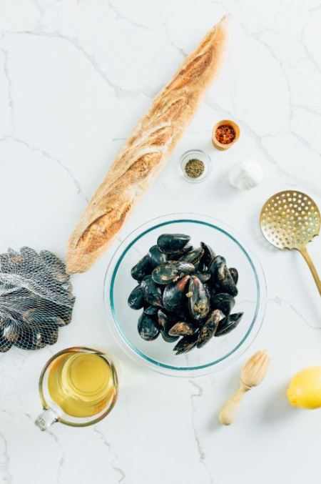 mussels - Ingredients for mussels with white wine sauce