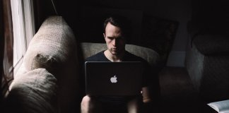 La adicción a Internet: un nuevo pánico moral
