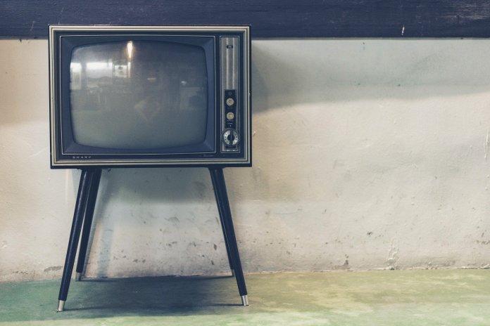 Cómo le manipulan los políticos a través de la televisión