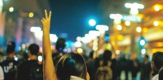 """La gran estafa de """"lo público"""" y sus víctimas más devotas"""