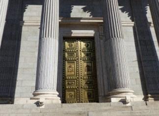 Españoles: el Legislativo ha muerto