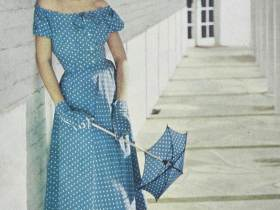 woman in blue dress with summer gloves