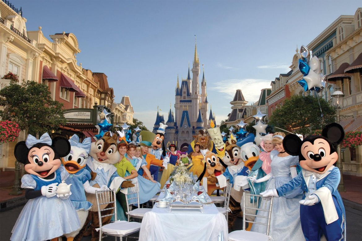 How Much Should I Tip for a Meal at Disney World?