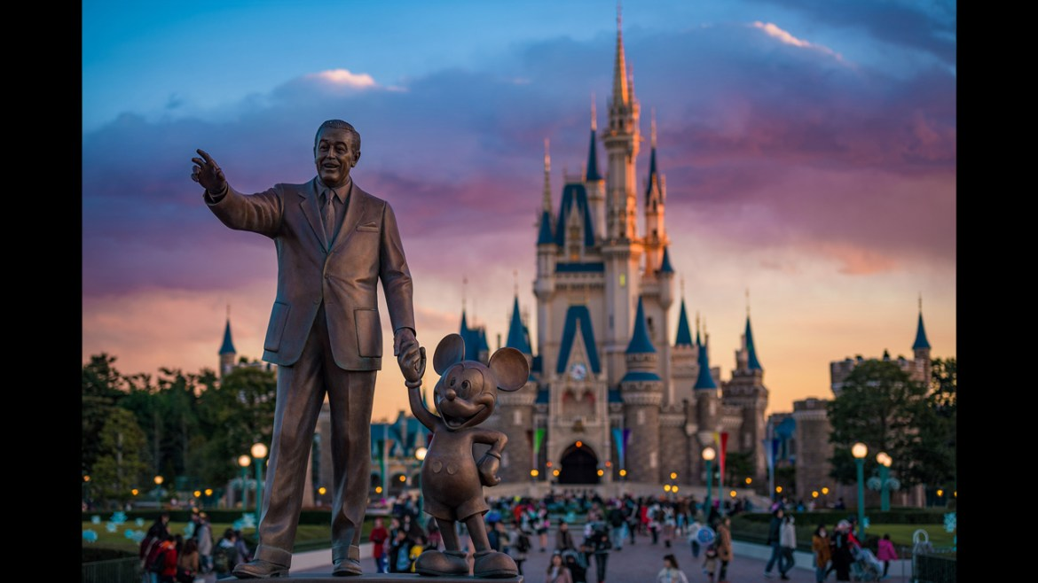 Disney is Bringing Back Character Greets in Select Parks