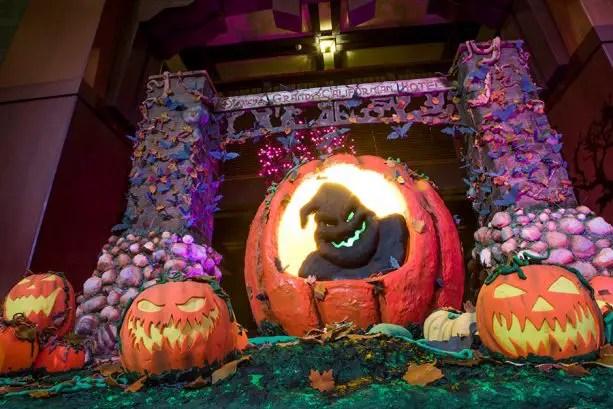 5 Ways To Celebrate Halloween At Your Disneyland Hotel