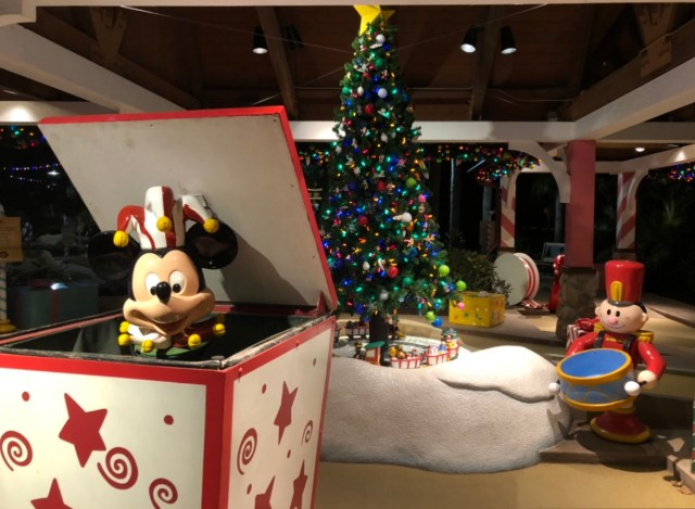 Winter Summerland: A Christmas Themed Mini Golf Course at Disney World 2