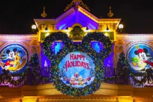 What Does Disneyland Paris Do For Christmas? 17