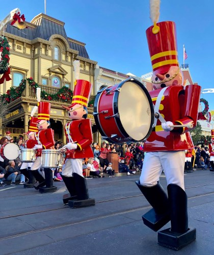 Why You Should Go To Disney During The Christmas Season 5