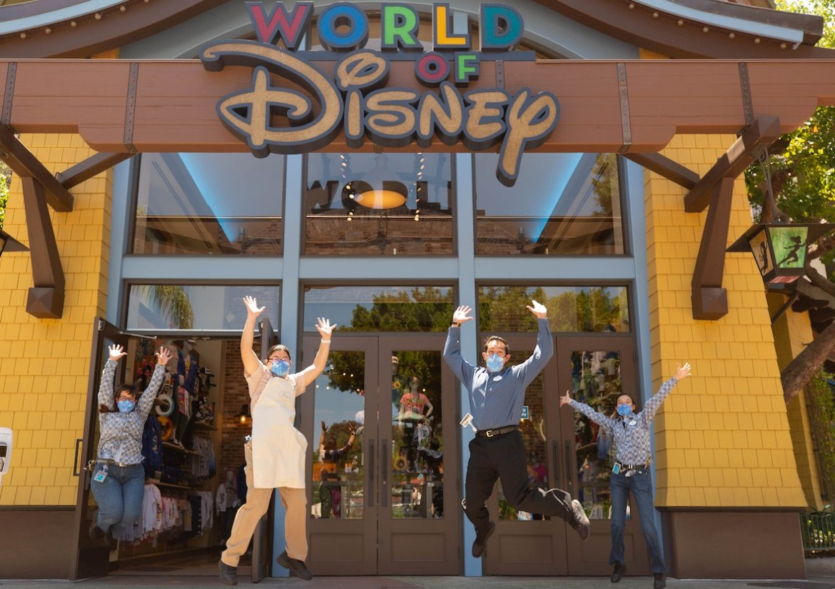 Do vaccinated guests still need to wear a face mask at Disney World?