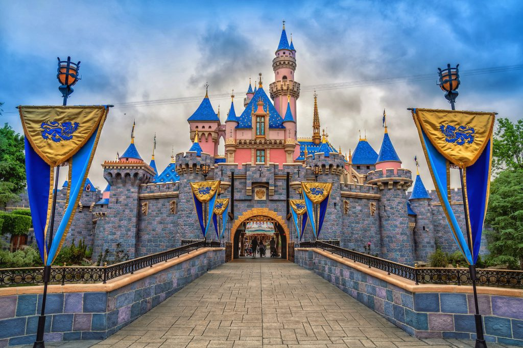 10 Things To Experience At Disneyland Resort!