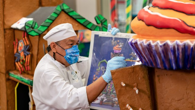 Haunted Mansion Holiday Gingerbread House Celebrates 20 Years 2