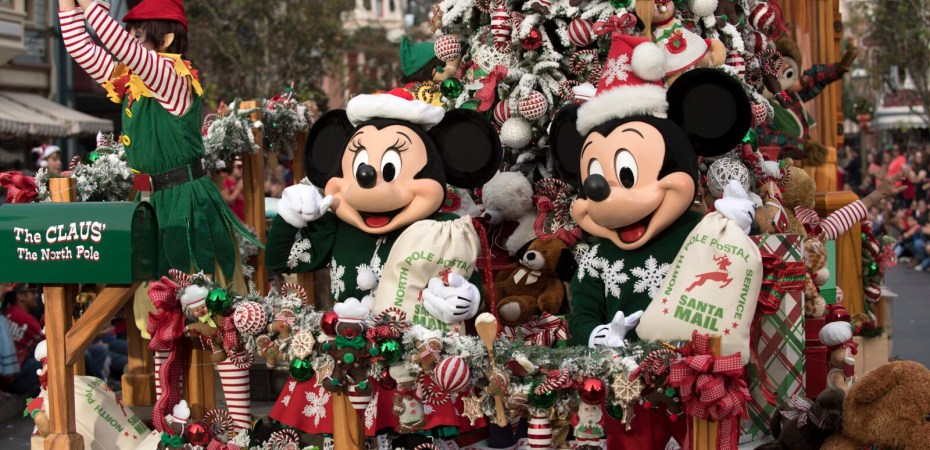 Disney Christmas Parade Taping 2019.Filming At Disney World For Annual Holiday Tv Specials Takes