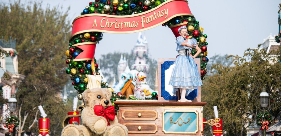 Are Parks Closed On Christmas Eve 2020 Yes, Virginia, there will be a 2020 Disney Parks Christmas Day special