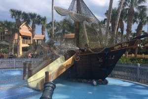 Pirate Ship, Disney pool