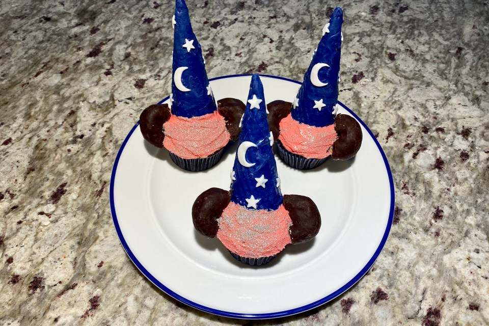 Disney Cupcakes - Sorcerer Mickey