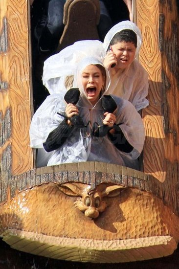 Sophia Vergara Rico Rodriguez Modern Family Splash Mountain Disneyland