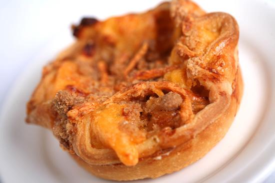 Flos V8 Cafe Apple Cheddar Pie