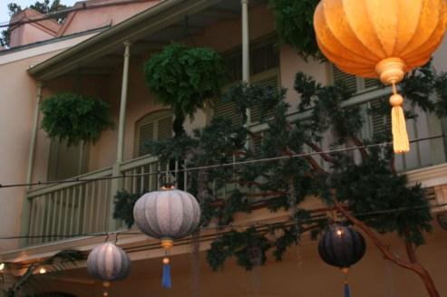 Disneyland Dream Suite Exclusive Tour Disneyexaminer Private Courtyard Lamps